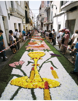 Catifes de flors a Sitges, una de les localitats de Catalunya on la tradició es manté ben viva durant la festivitat de Corpus